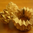 Expanding/collapsing origami bracelet