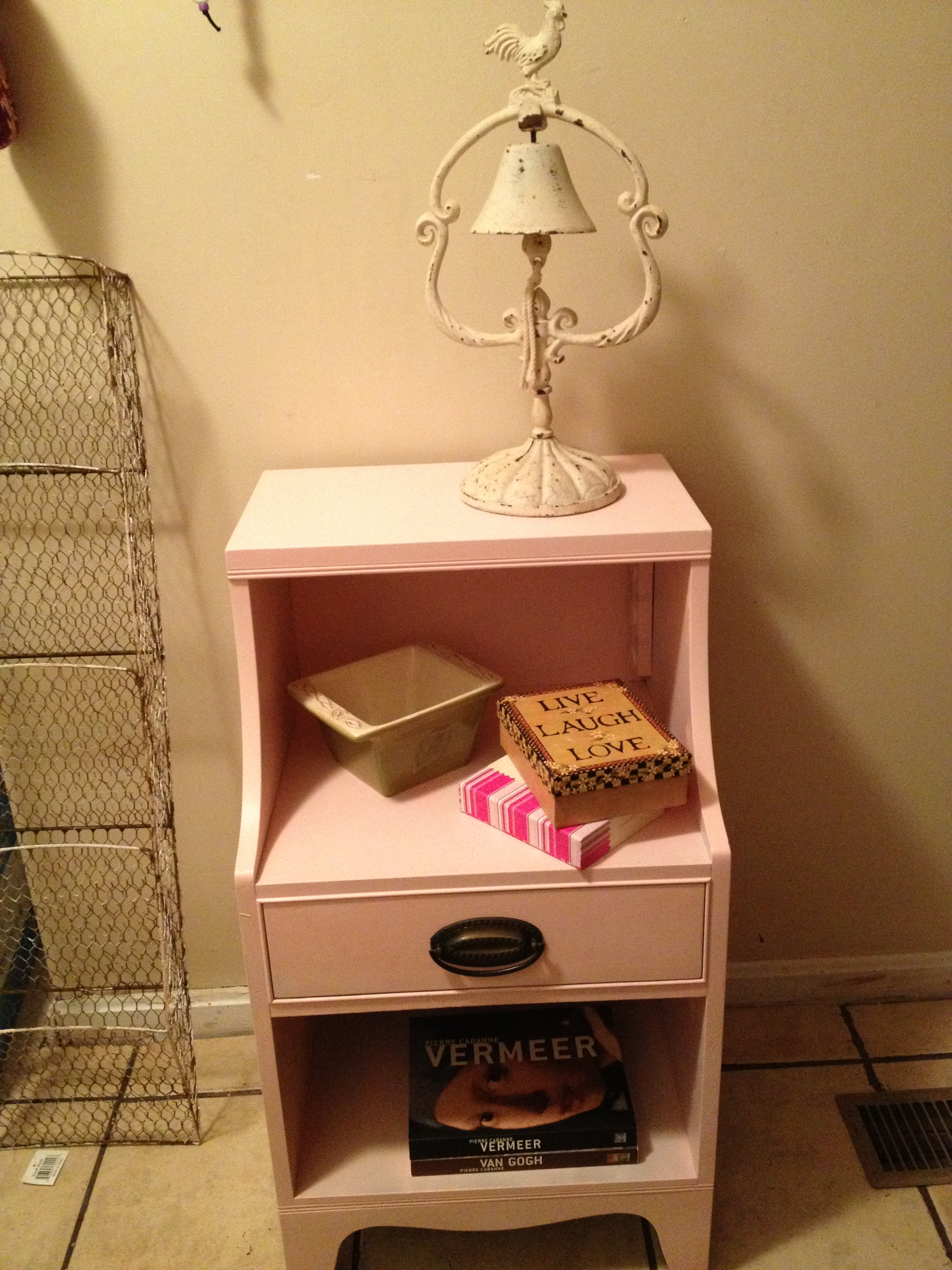 Picture of How to Paint a Side Table
