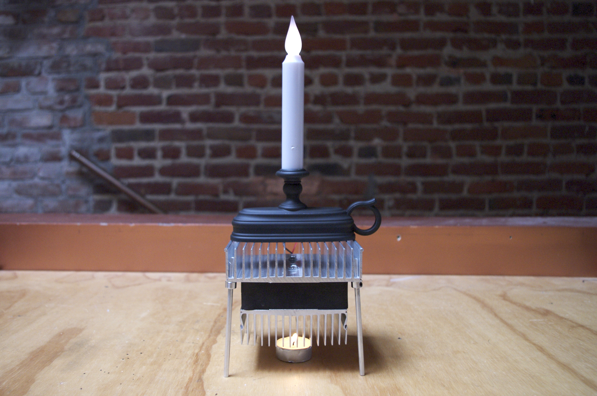 Picture of Candle-Powered Electric Candle