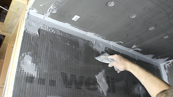 Picture of Smooth Sealant Over Screws & Washers