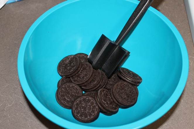 Picture of Crumble the Oreos