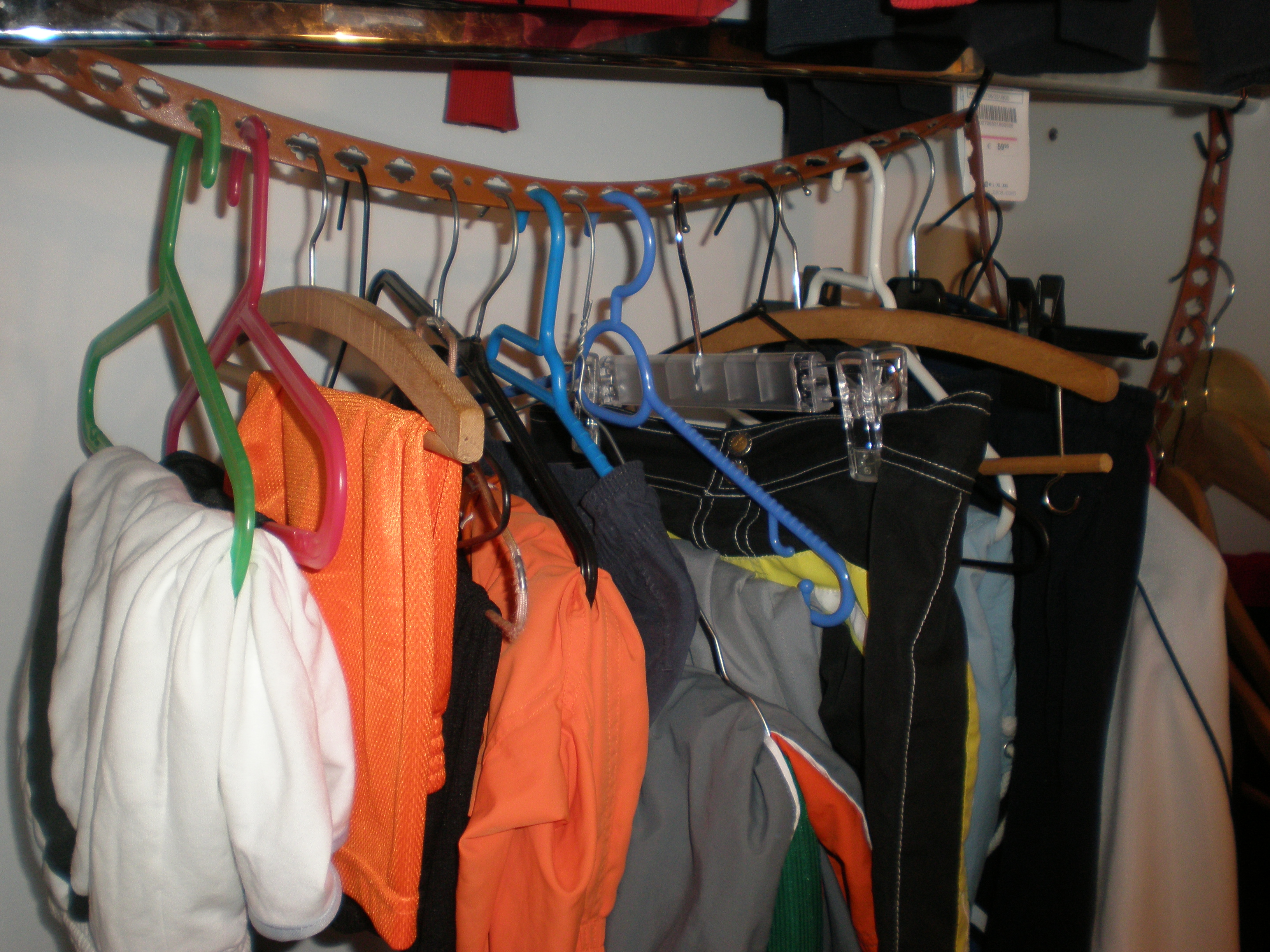 Picture of A More Efficient Closet Using Belts