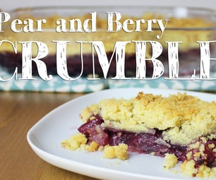 How to Make Pear and Berry Crumble