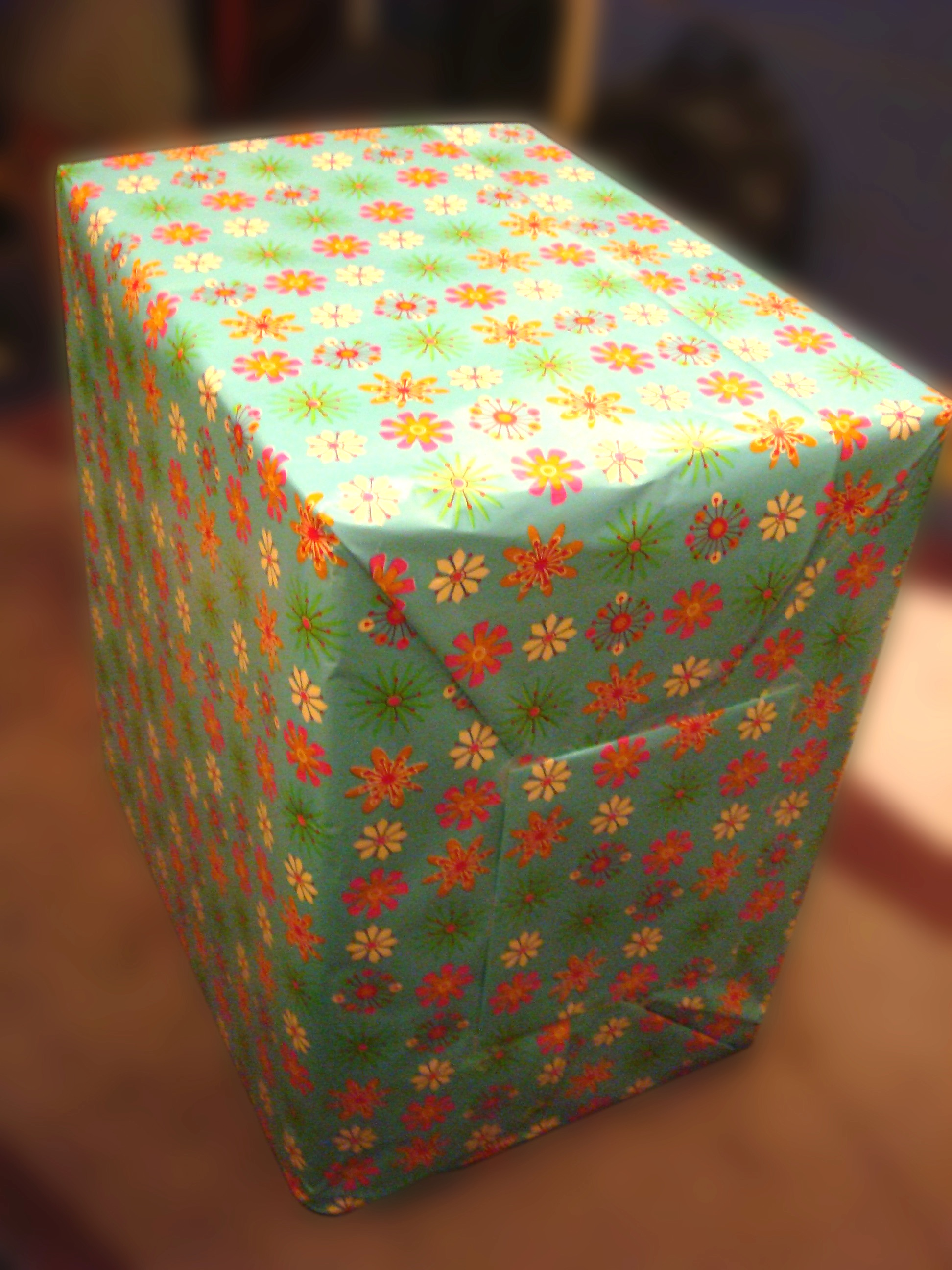 Exploding Booby Trap Gift Box: 4 Steps