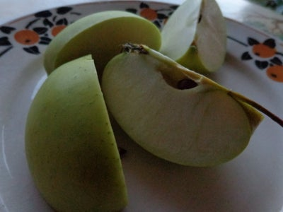 Prevent a Sliced Apple From Browning