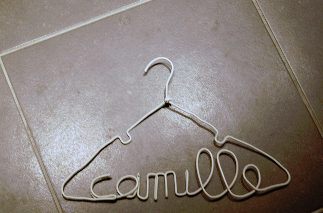 Personalized Wire Hanger for Baby Clothes: 3 Steps (with Pictures)