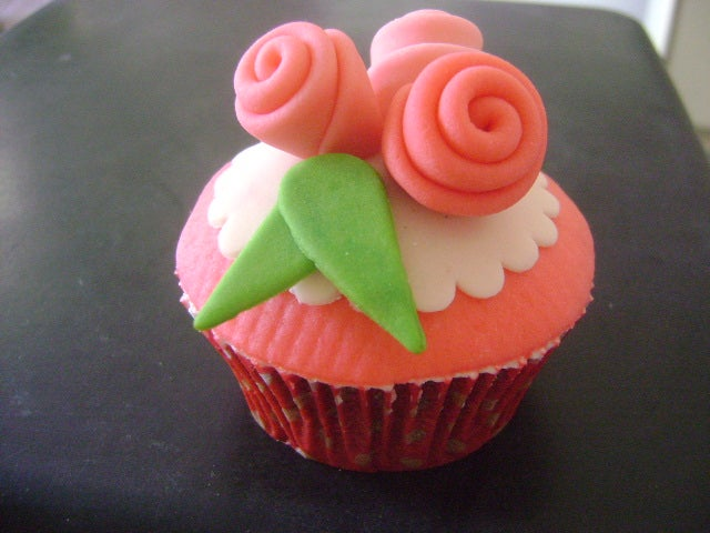 How to Make Cute Fondant Covered Cupcakes!