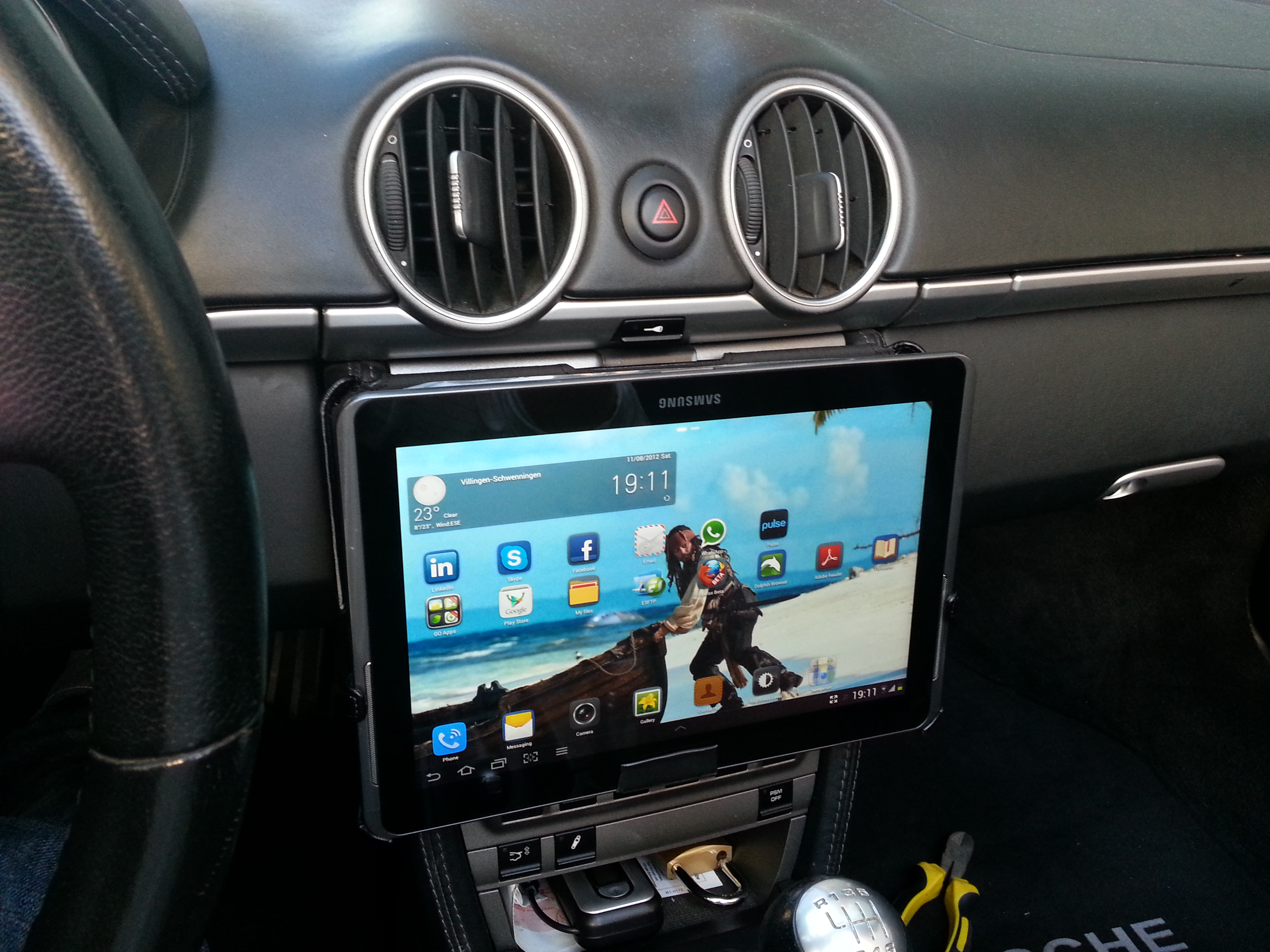Picture of Tablet / IPad Removeable Car Mount for $1 in 5 Minutes