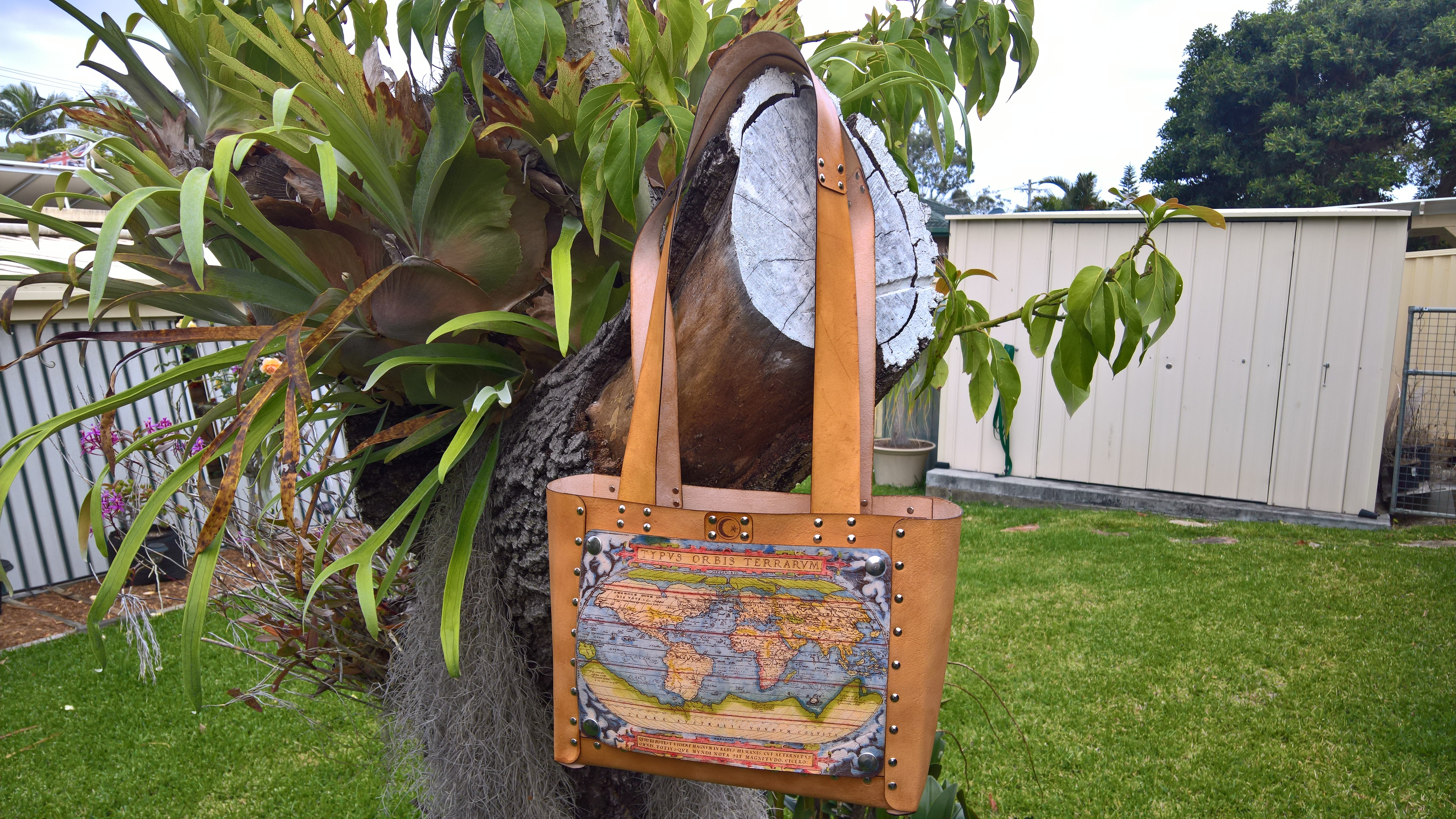Picture of No-Sew Leather Tote Bag With Interchangeable Art Panels