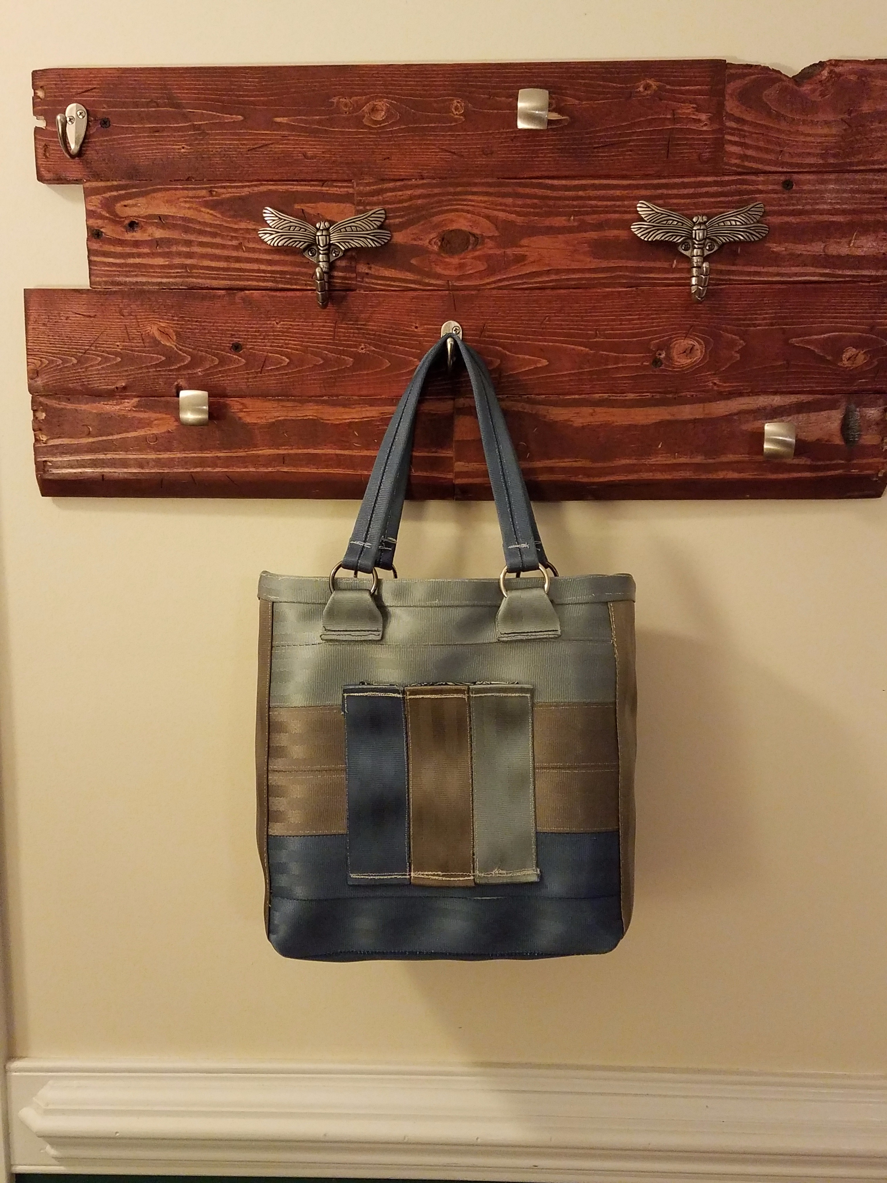 Picture of Ruffled Seatbelt Bag