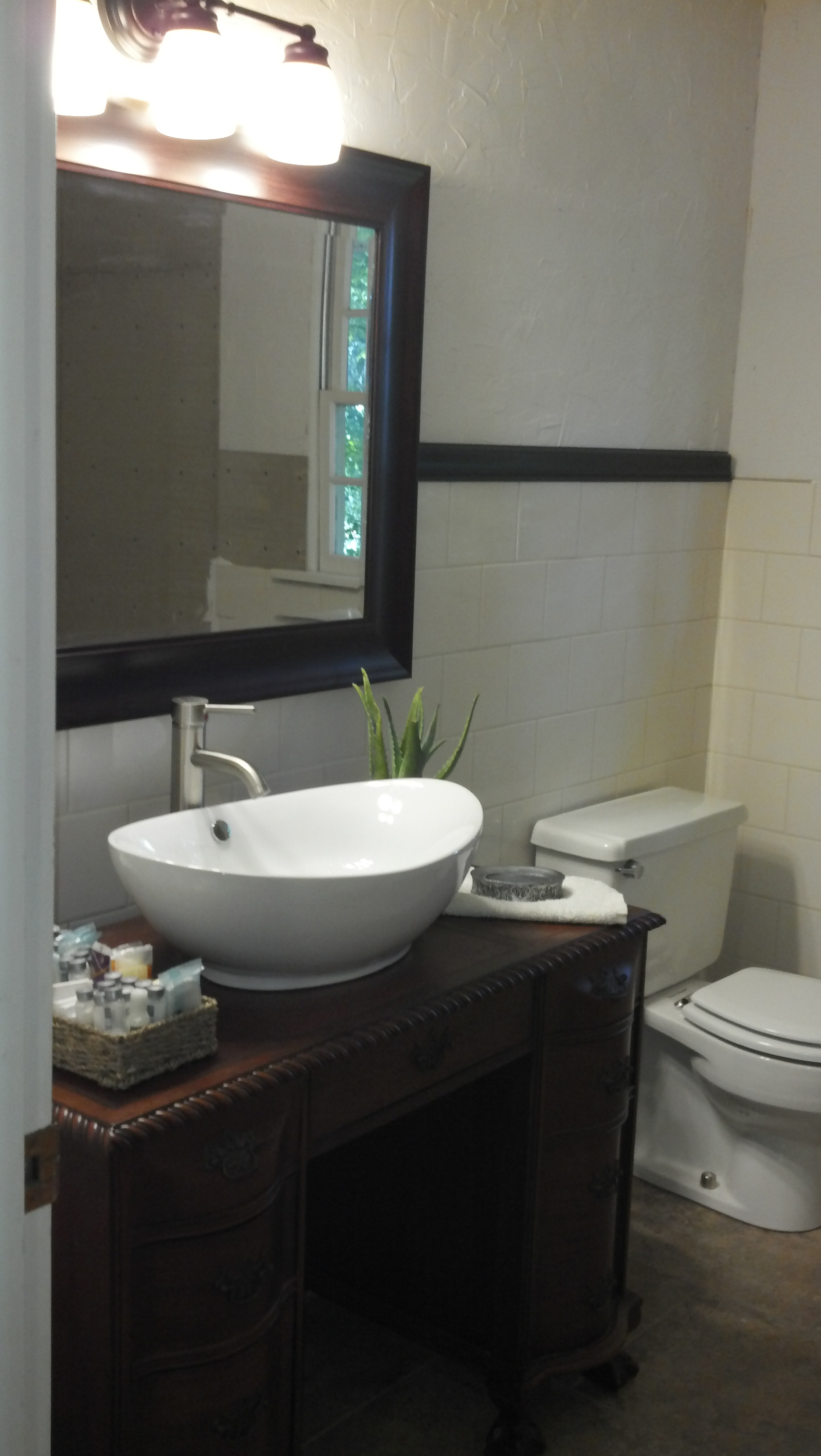Picture of: Small Bathroom Vanity With Vessel Sink