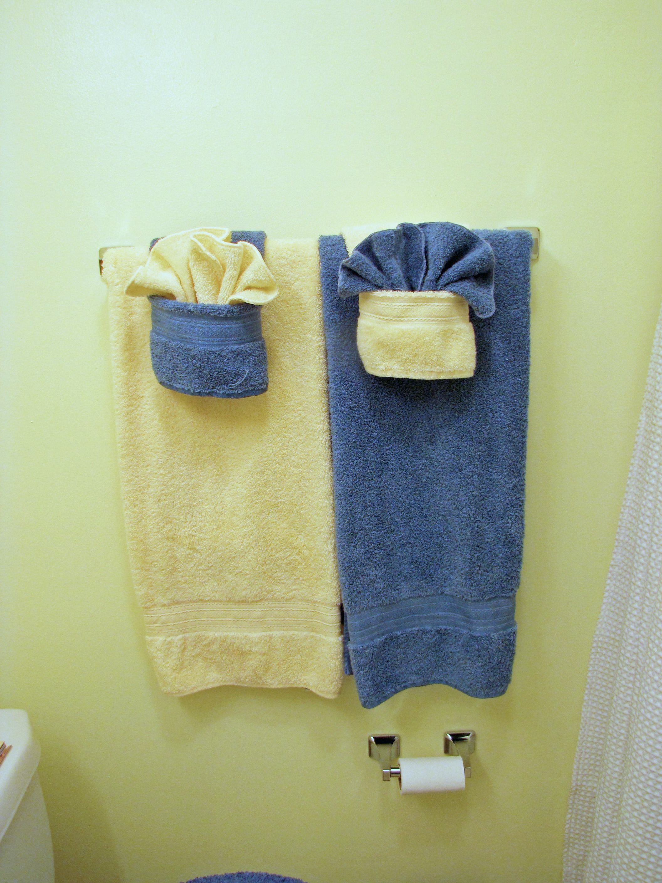 Fold Fancy Towels W/pockets :): 5 Steps (with Pictures)