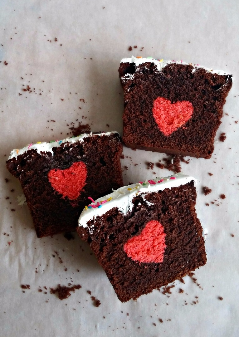 Picture of Hidden Heart Cake  /  Surprise Cake