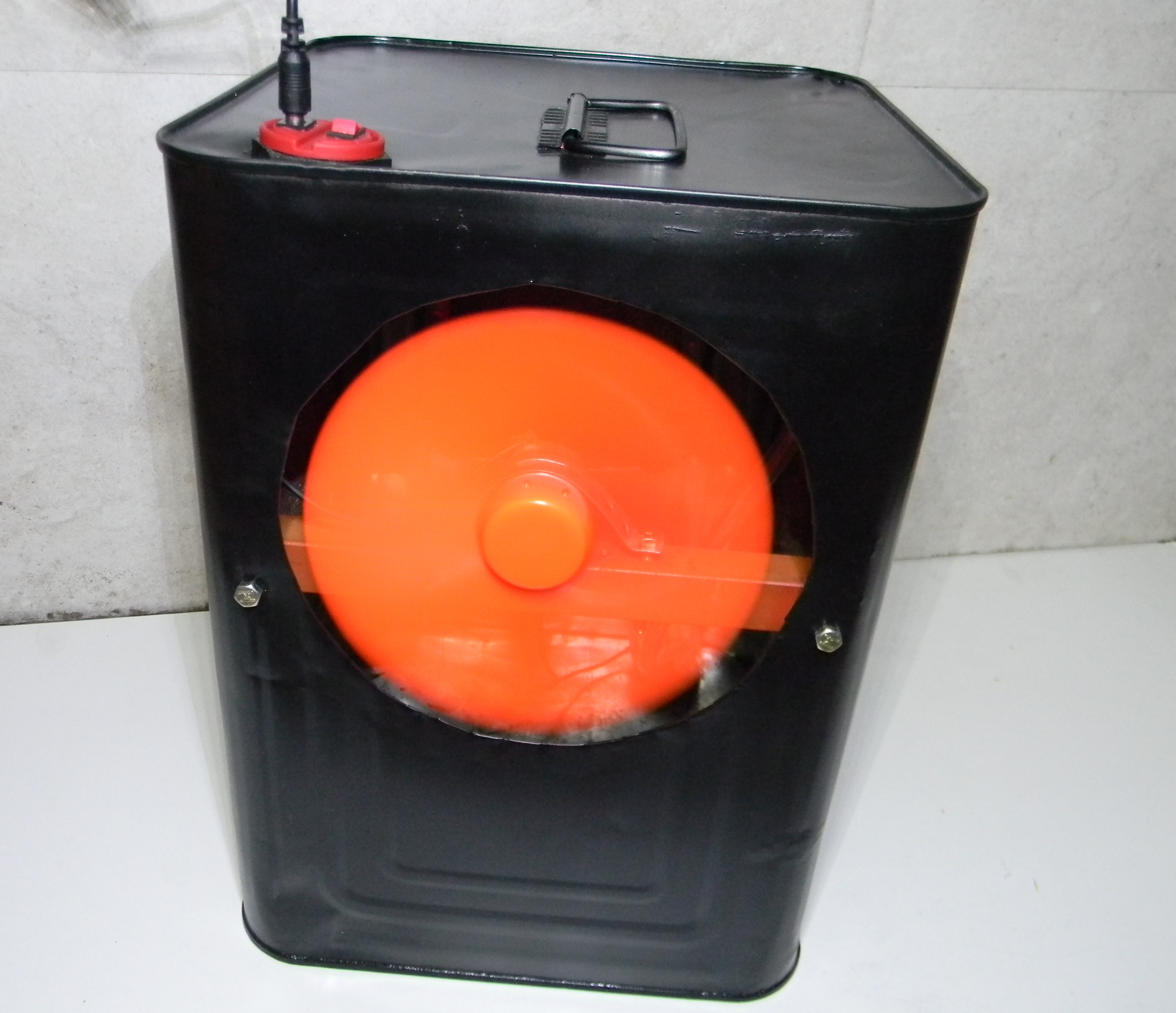 Picture of Portable Air Cooler, Made Out of an Old Metal Oil Can.