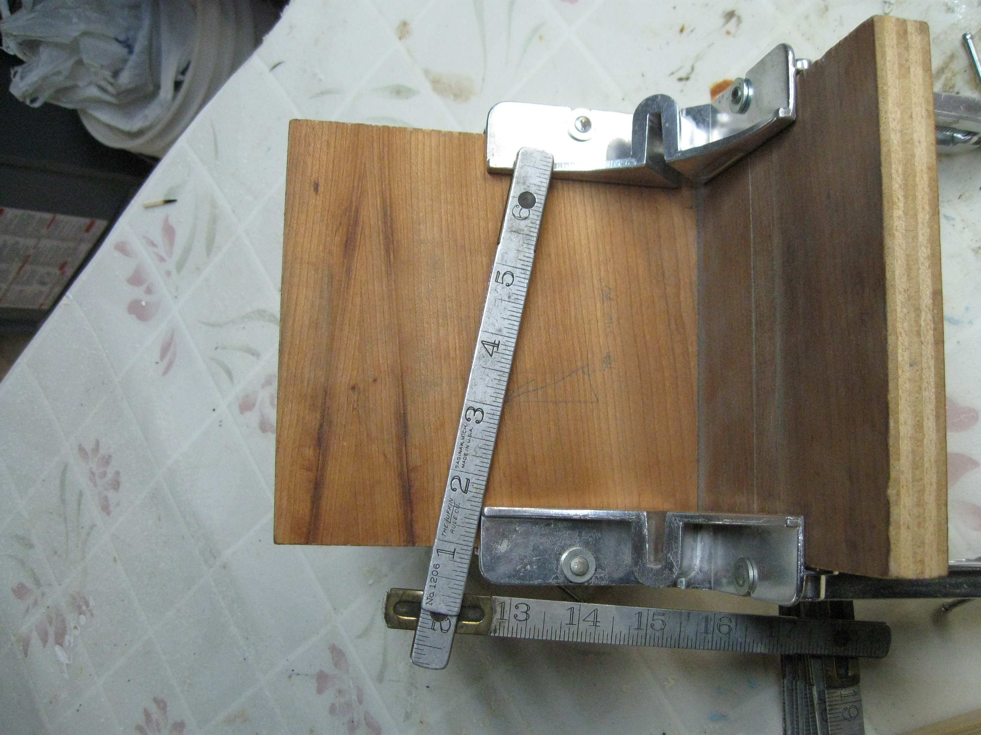 "Picture of Clamp and Screw the Wood Pieces Into an ""L"""