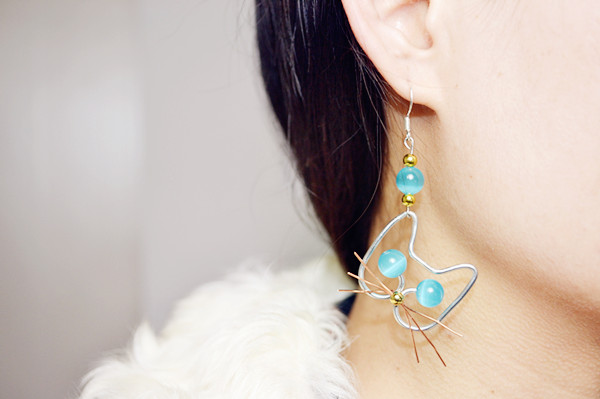 Picture of Adorable Wire Cat Earrings DIY