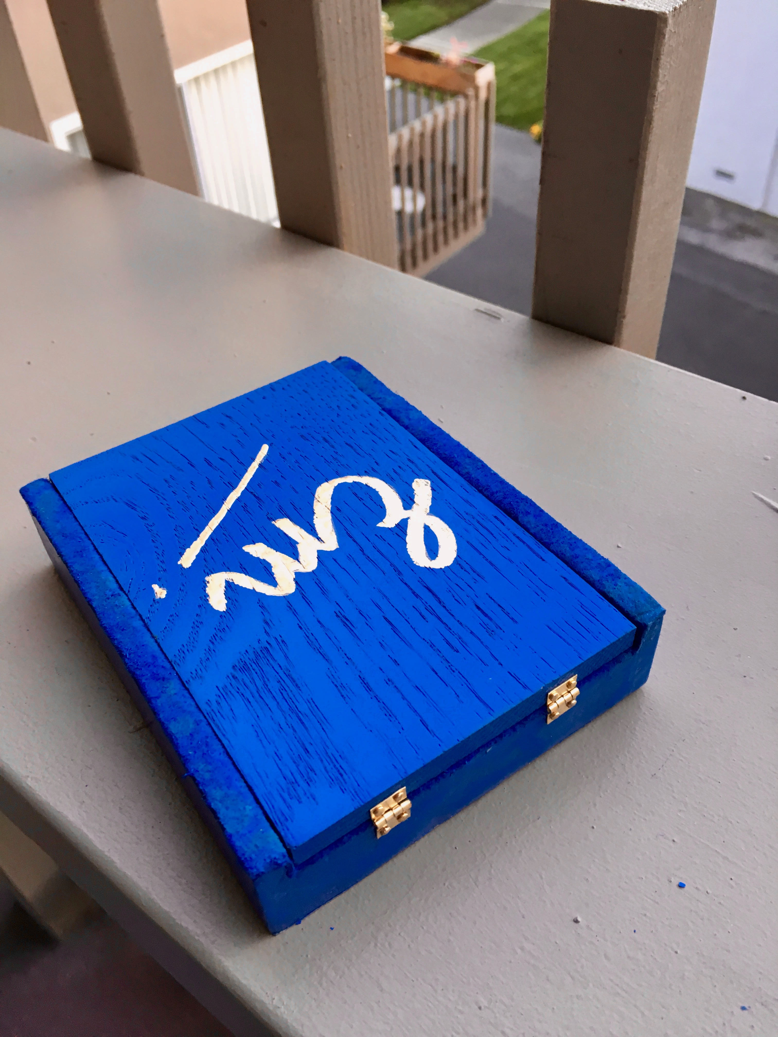 Picture of Wooden Box With Earrings: an Explosion of Blue