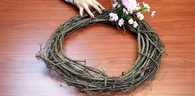 Picture of Weave Flowers Through Your Wreath