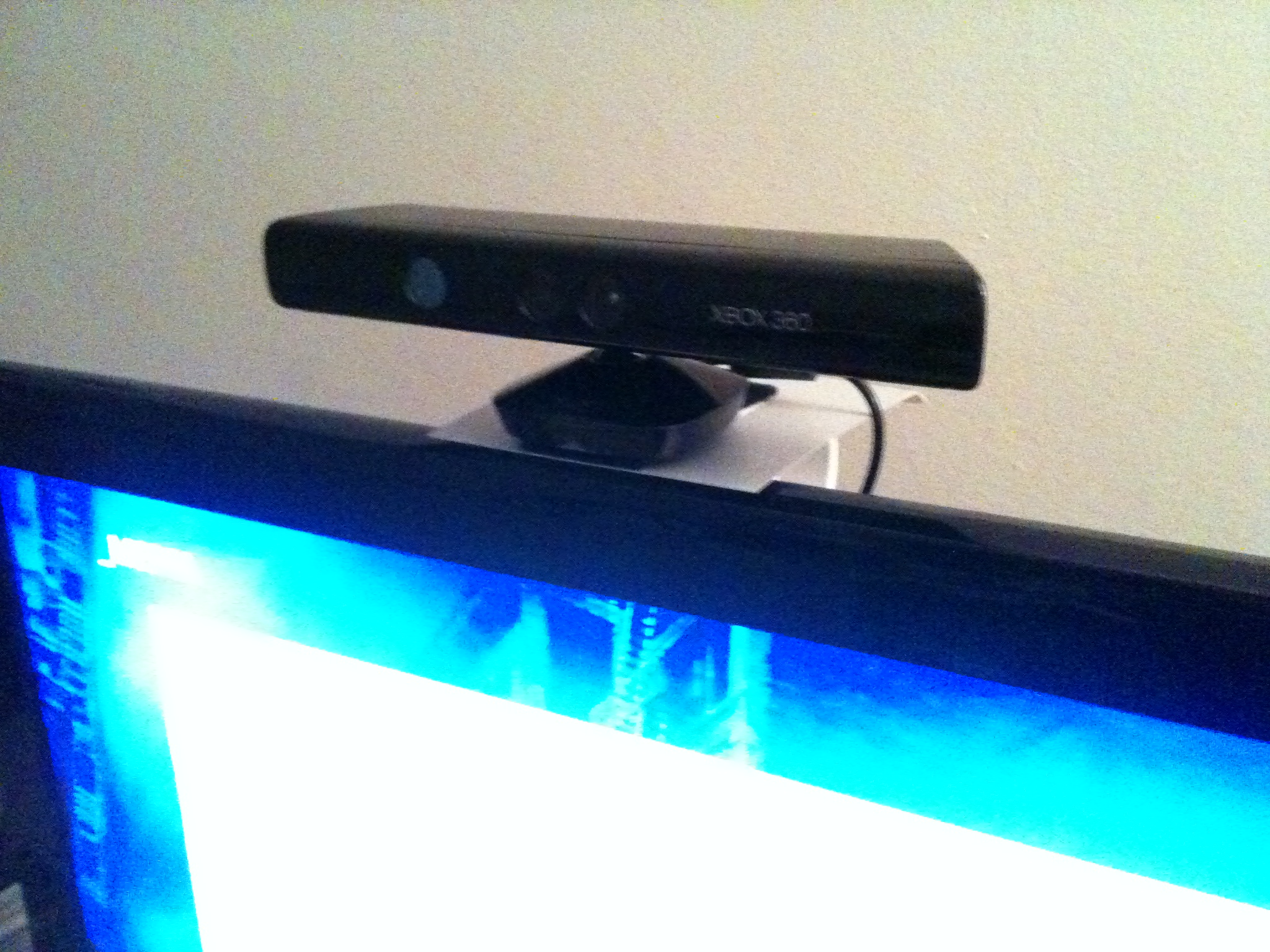 Picture of Xbox 360 Kinect Sensor DIY TV Mount