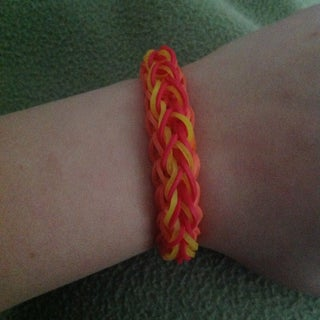 How to Make the Raindrop Rainbow Loom Bracelet