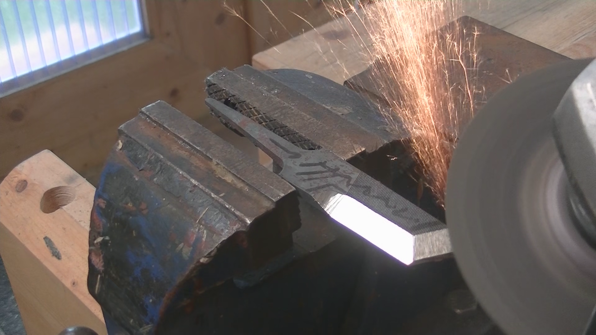 Picture of Grinding the Bevel