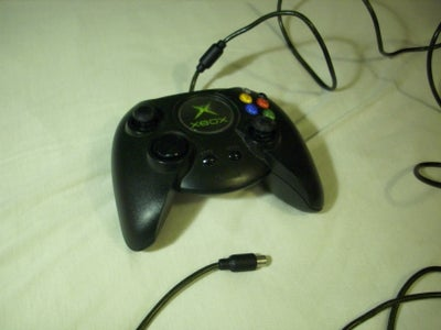 What is the Deal with this Original Xbox Controller?
