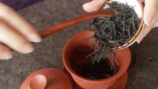Brewing Dancong Oolong Tea With a Gaiwan