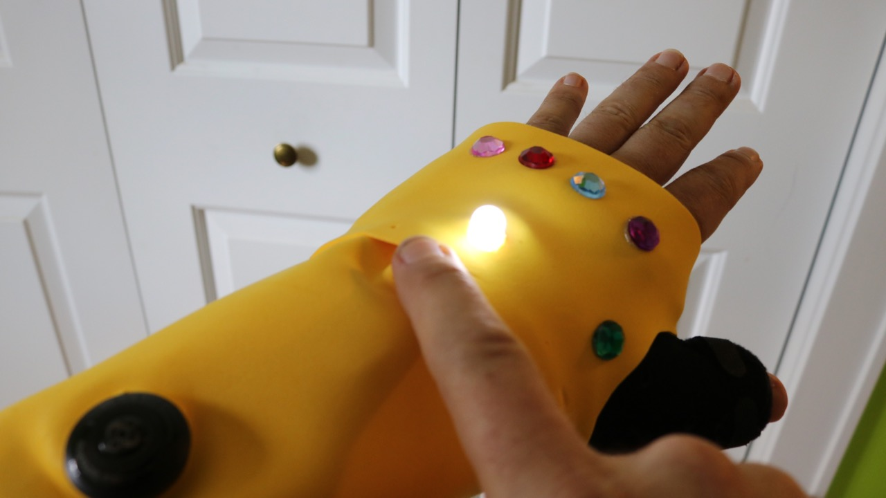 Picture of Infinity Gauntlet Cast Cover (Light-up)