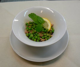 Salad of green peas and tuna fish with lemon and mint