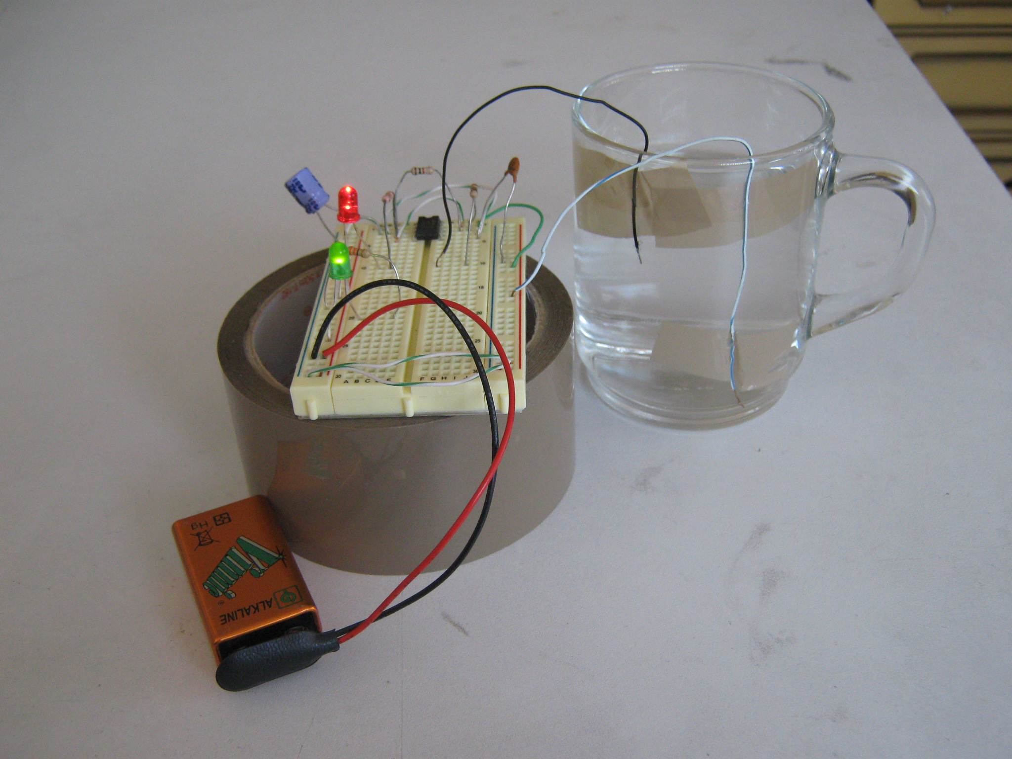 Picture of Simple Water Level Detector Using a LM555 in Astable Mode: