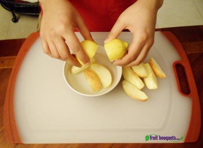 Soak Apples in Lemon Juice