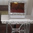 Beauty table from old sewing machine / Mesa de belleza con vieja maquina de coser
