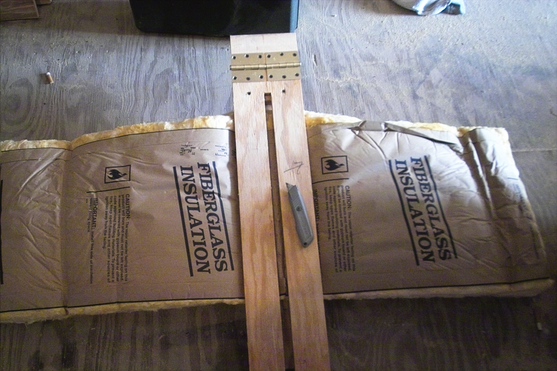 Simple Jig for Cutting Fiberglass Insulation: 3 Steps (with Pictures)