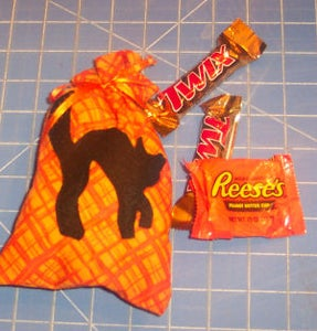 How to Make  a Simple Trick-or-Treat Goodie Bag