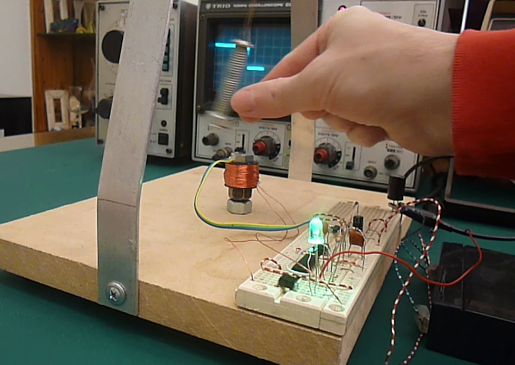 Picture of Magnetic Pendulum ( With Hall Effect Sensor )