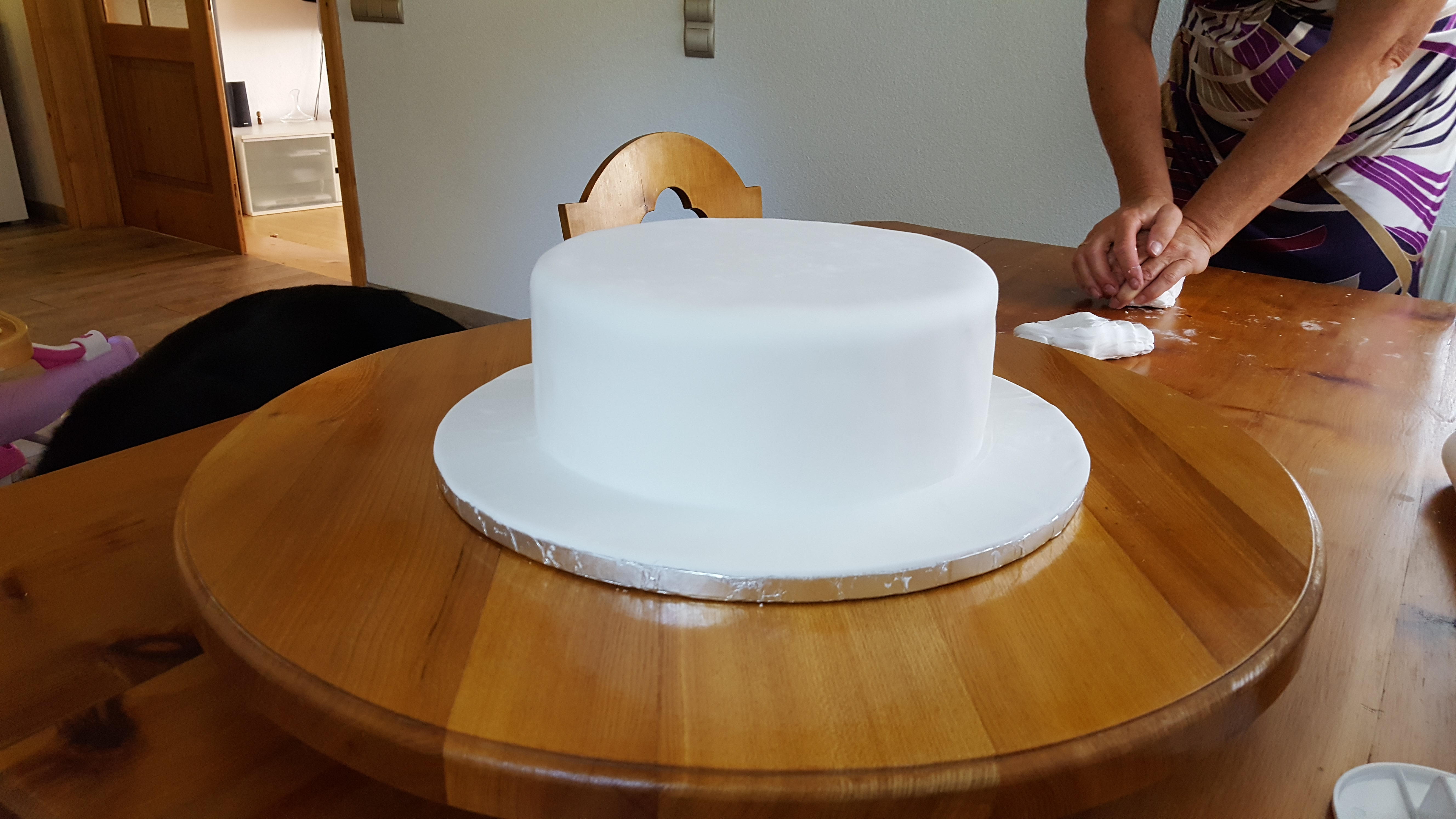 Picture of 1. Cover the First Layer of the Cake in Fondant