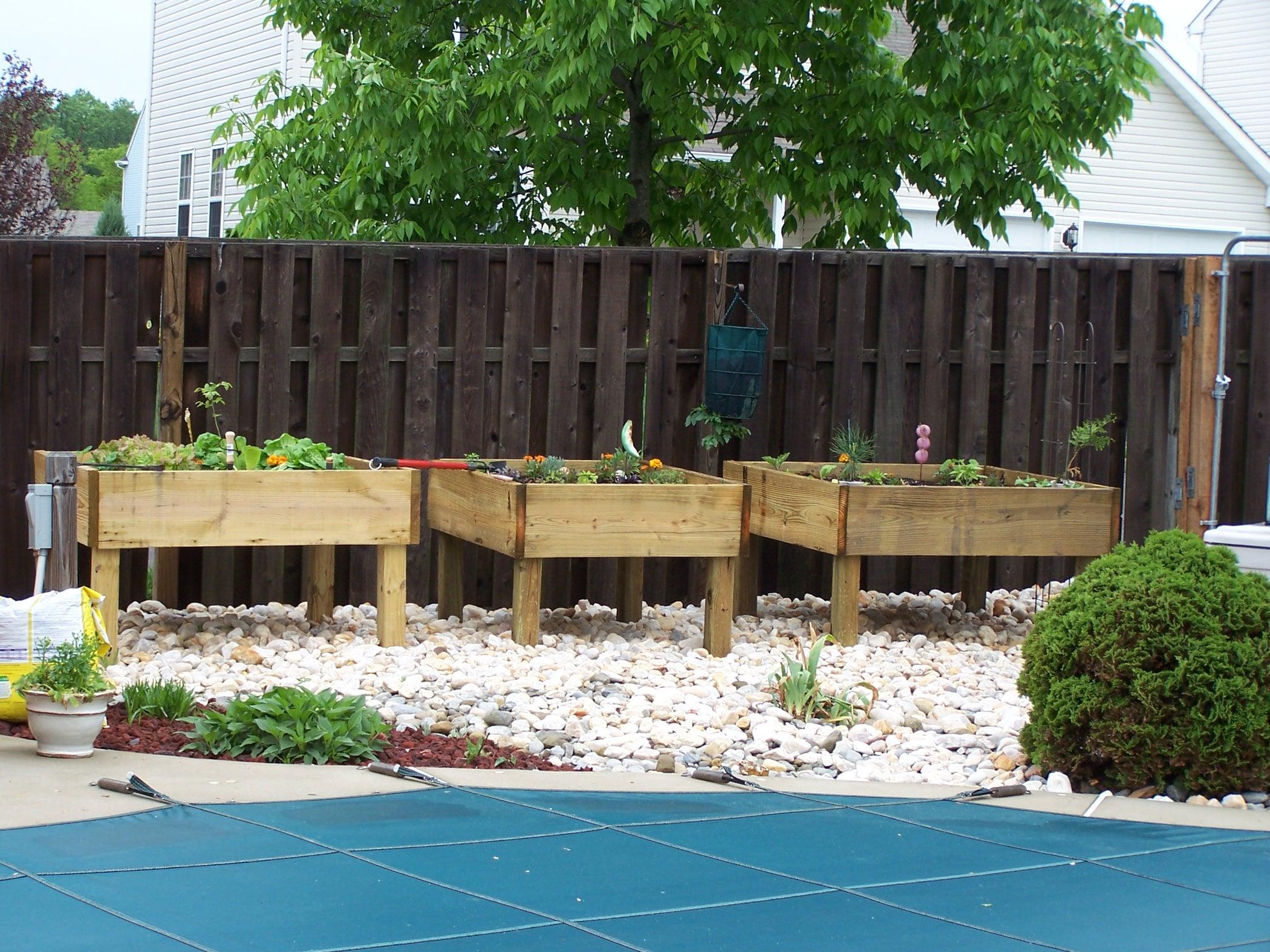 Raised Garden Bed - on Legs!: 3 Steps