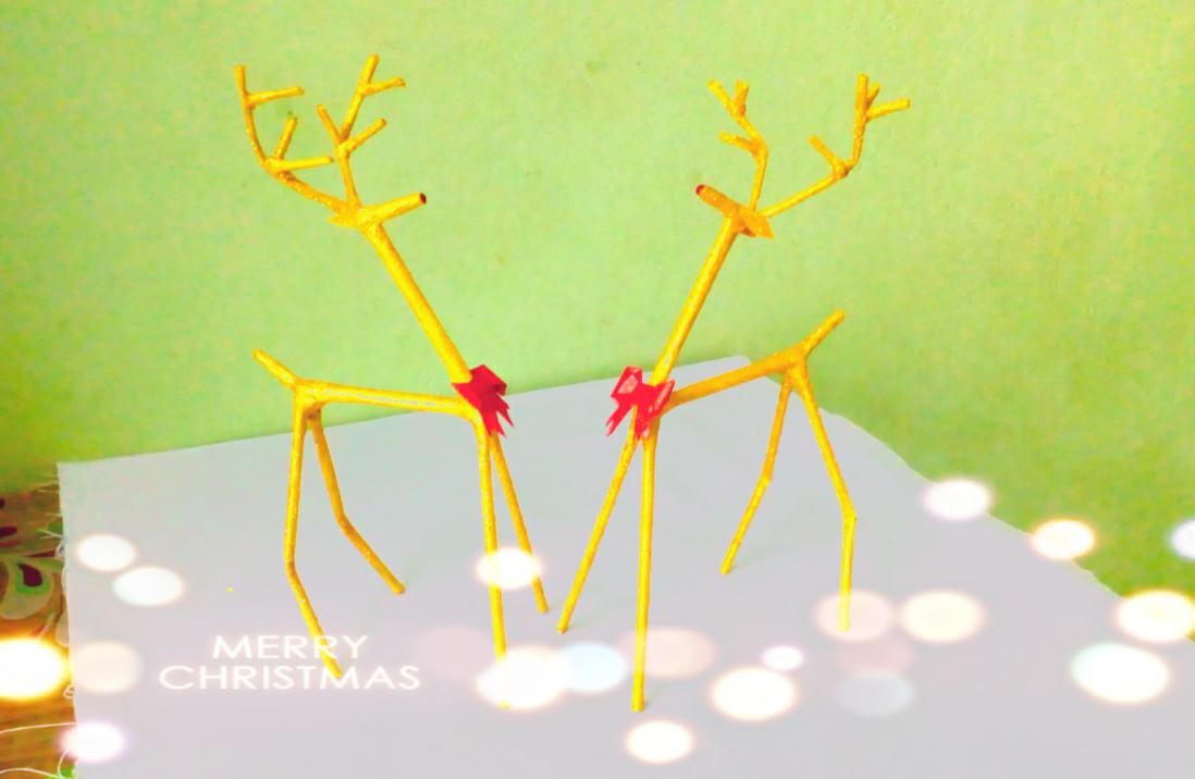 Picture of DIY Newspaper Reindeers || Christmas Reindeer Craft || DIY CraftsLane
