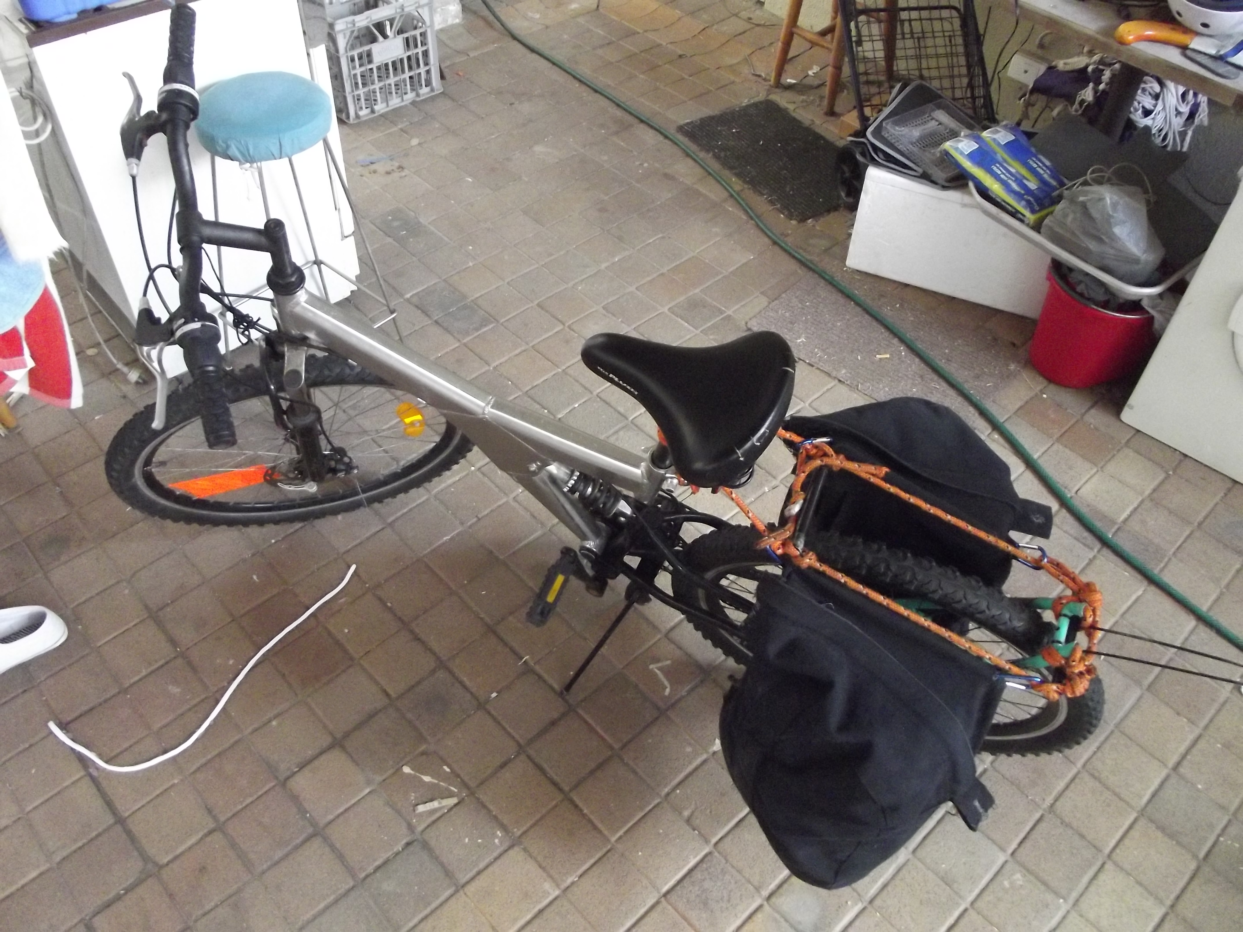 Picture of Turning an Echelon Bag Into Bicycle Panniers