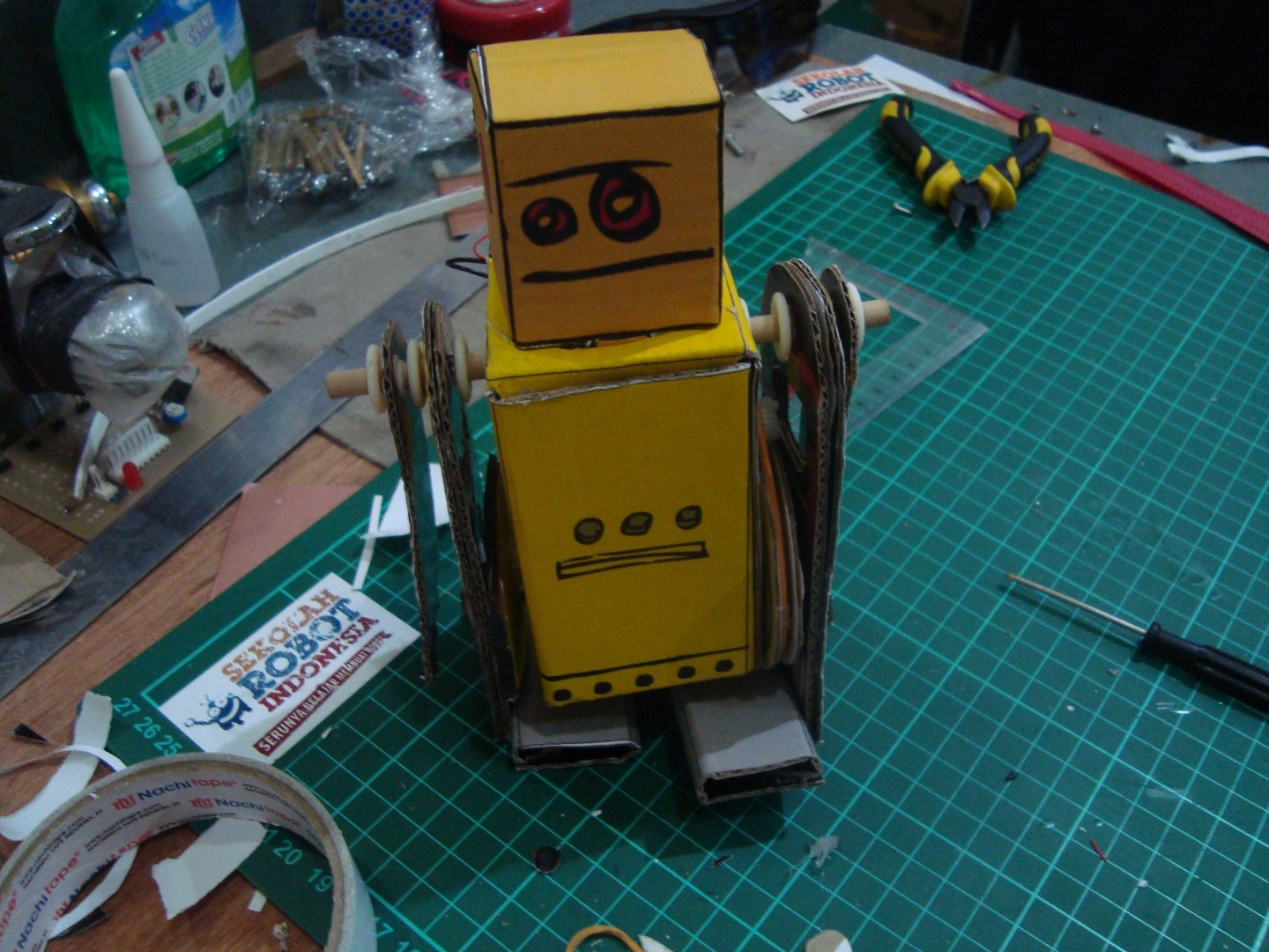Picture of Instructables Robot Paper