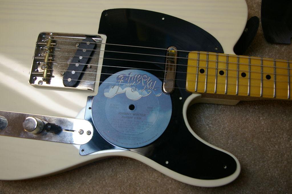 Golpeador Para Guitarra De Un Record Viejo: 7 Steps