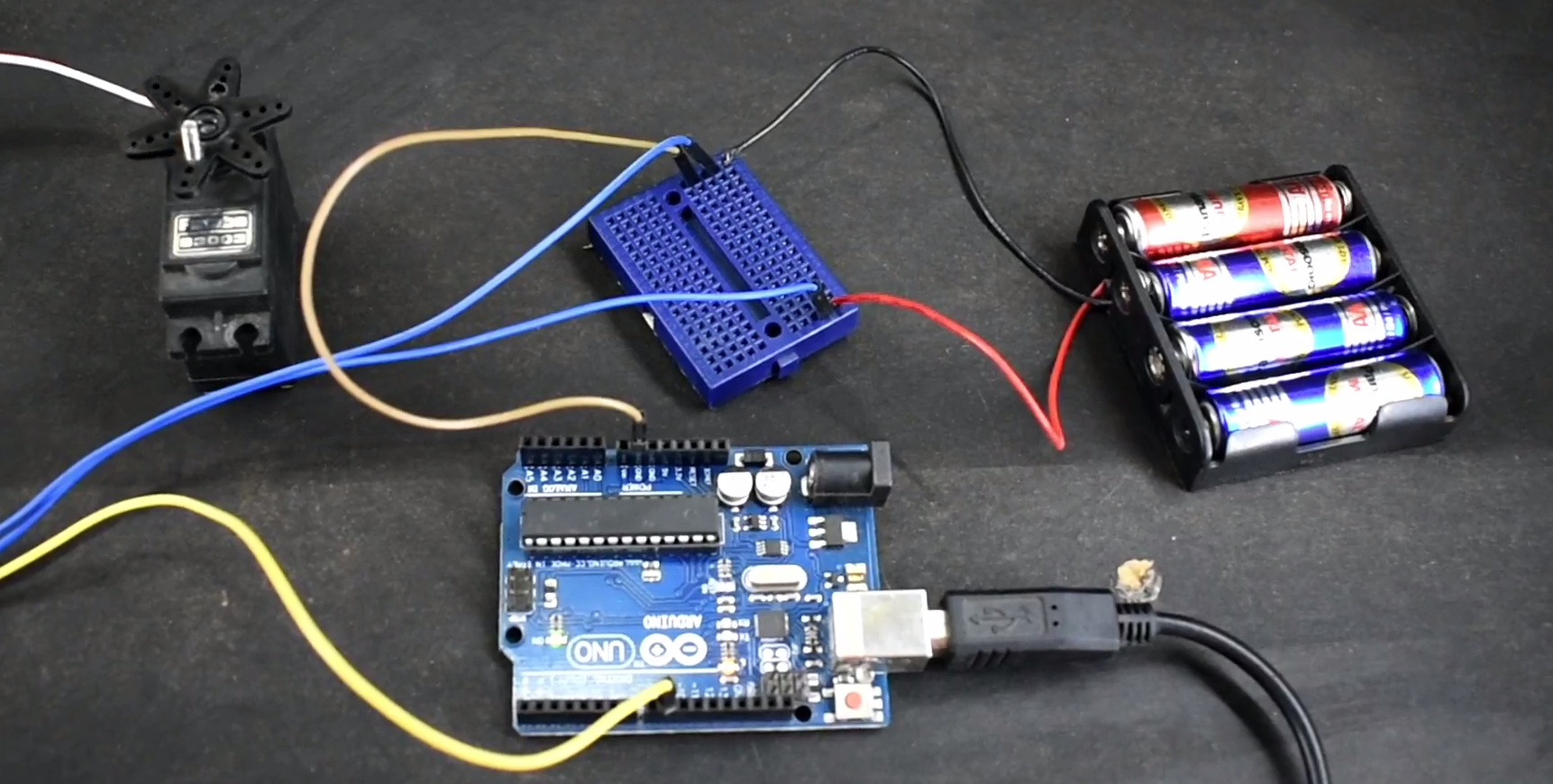 Picture of ARDUINO : HOW TO USE a SERVO MOTOR WITH AN EXTERNAL POWER