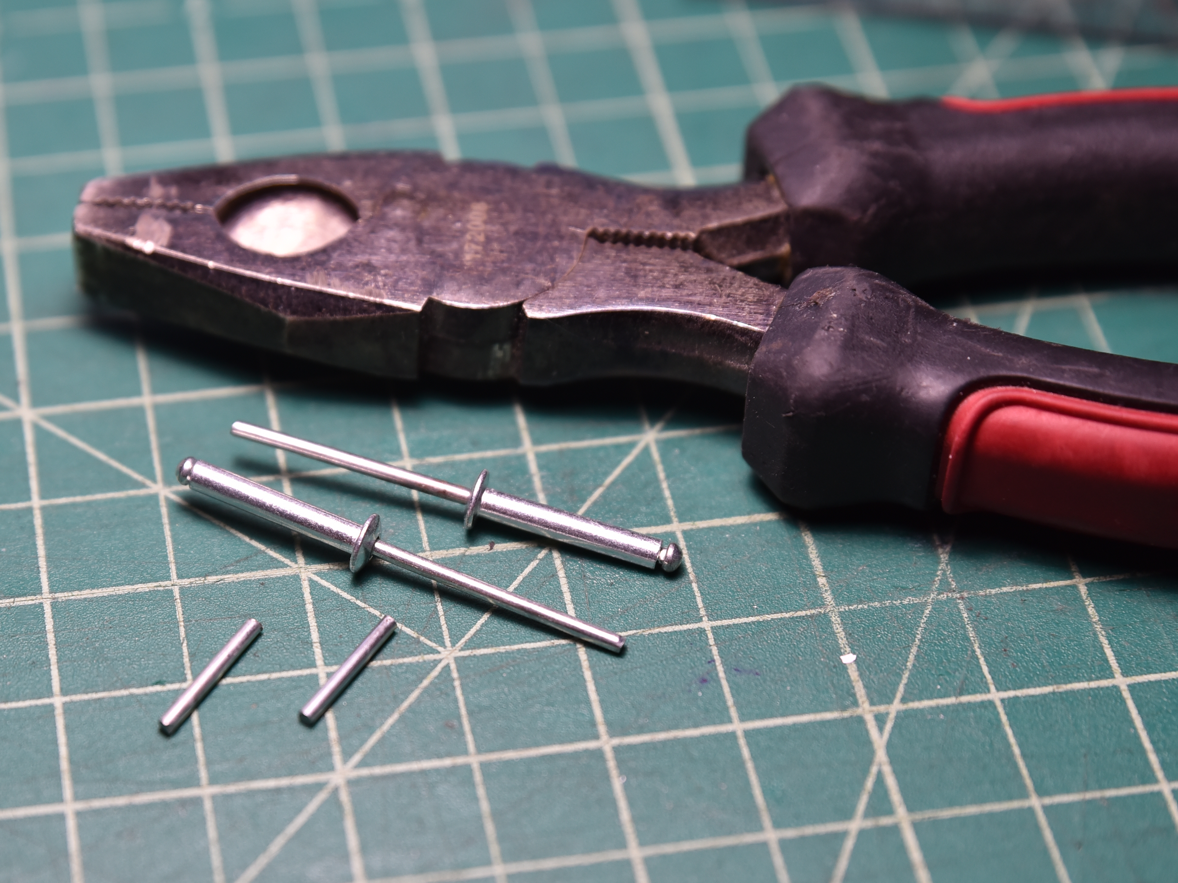 Picture of Making Pins Out of Rivets