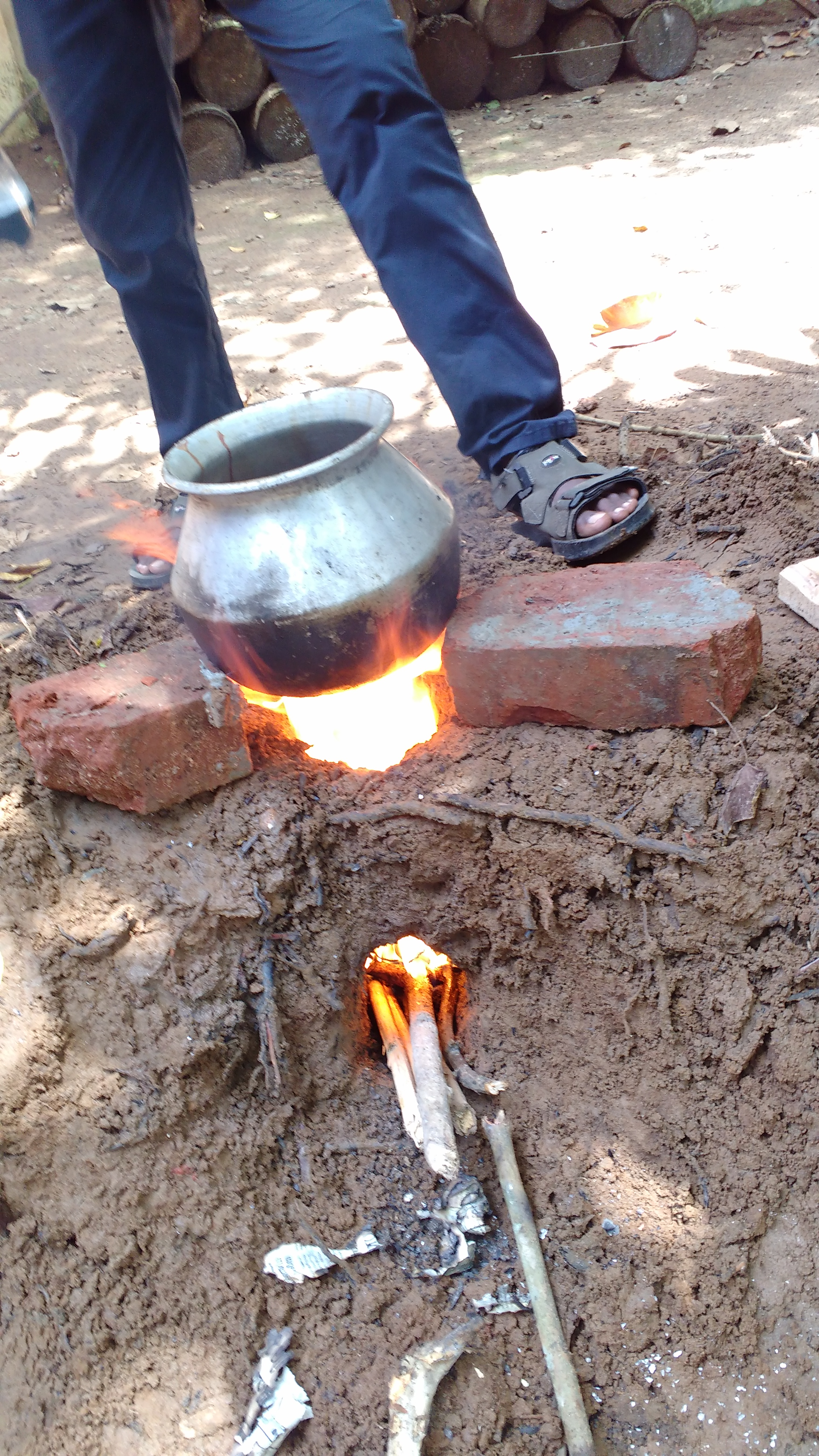 Picture of ROCKET STOVE(THE ONE IN THE GROUND)