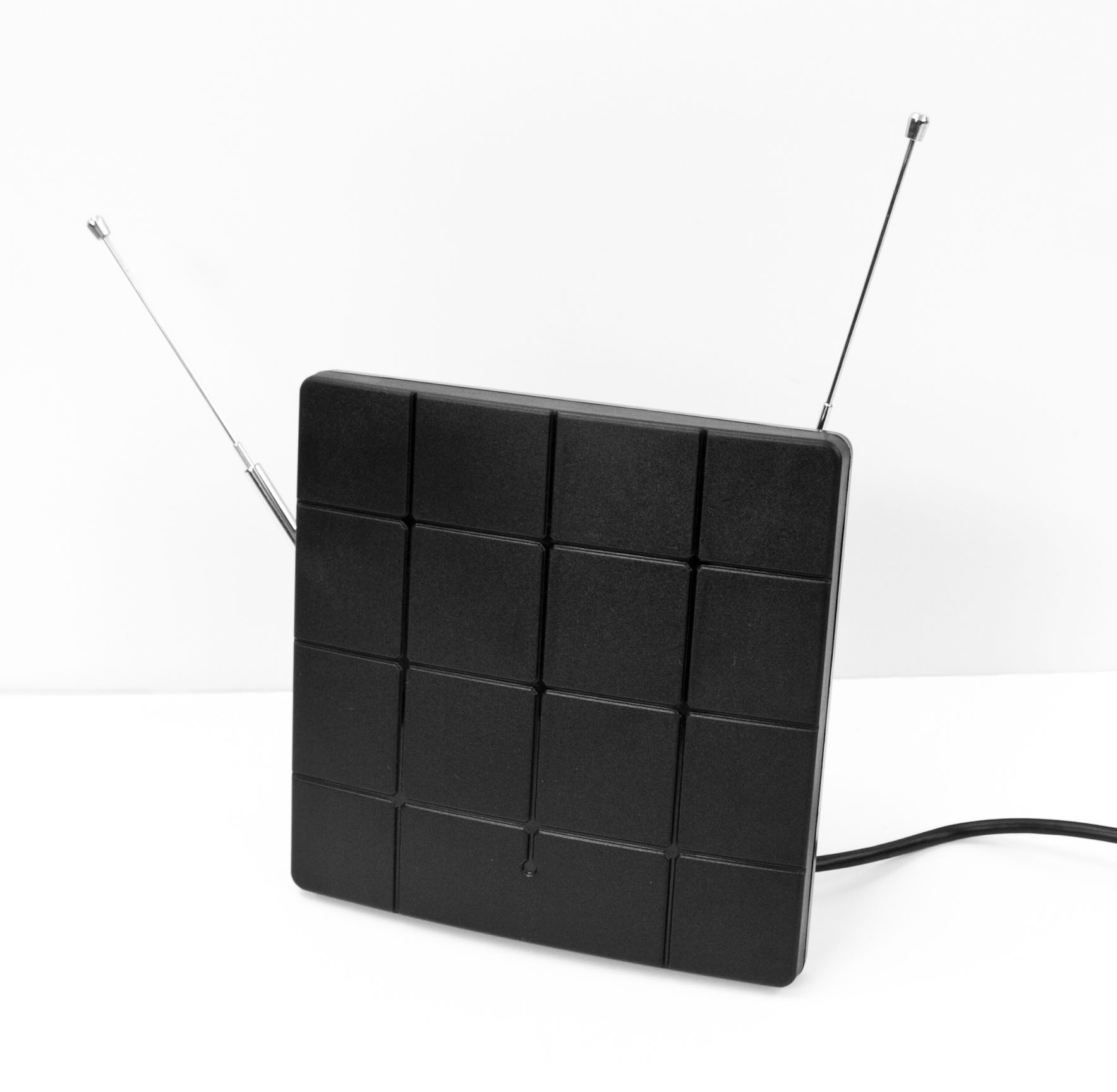 Picture of Square Amplified HDTV Antenna