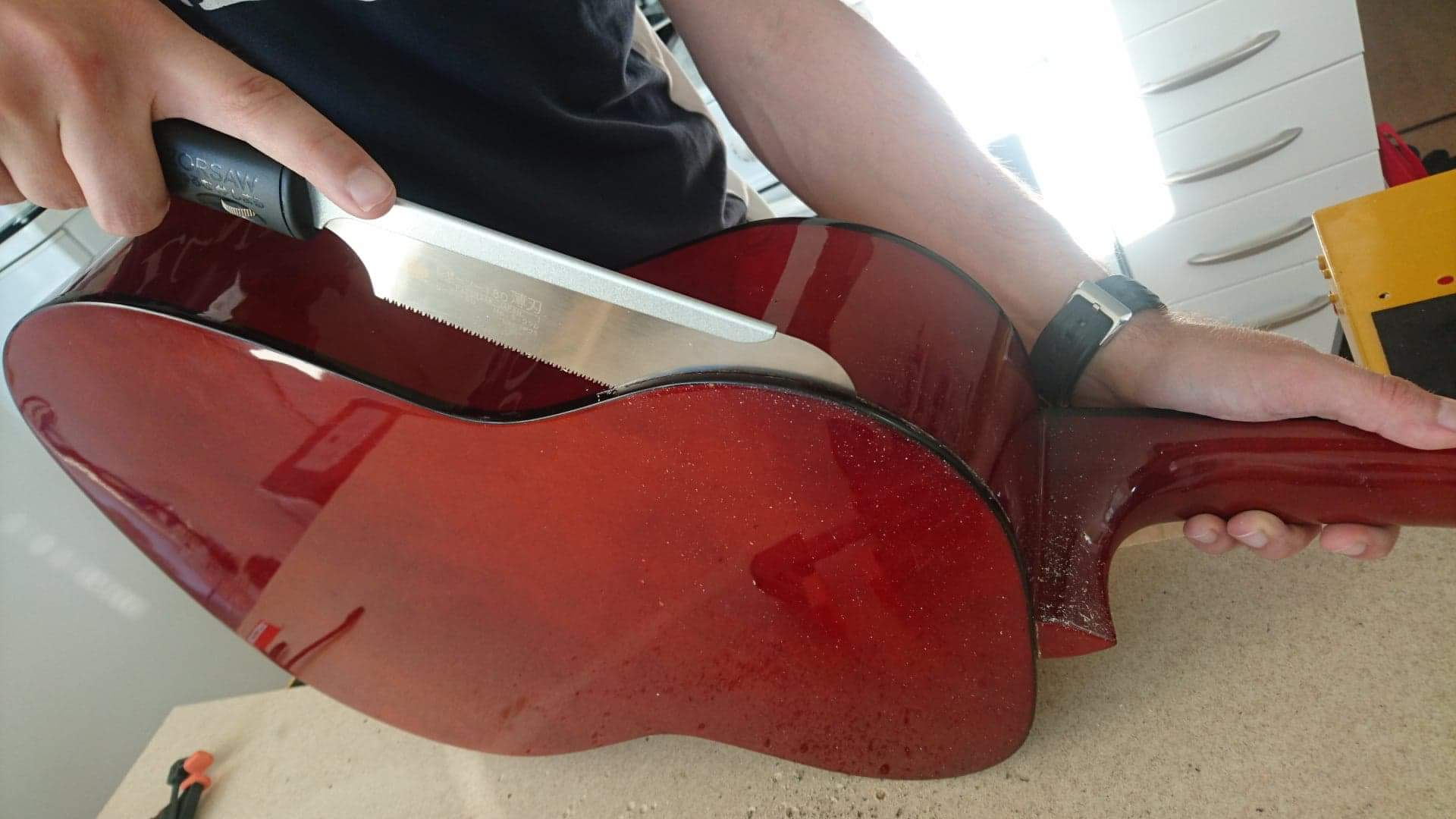 Picture of Disassemble the Guitar