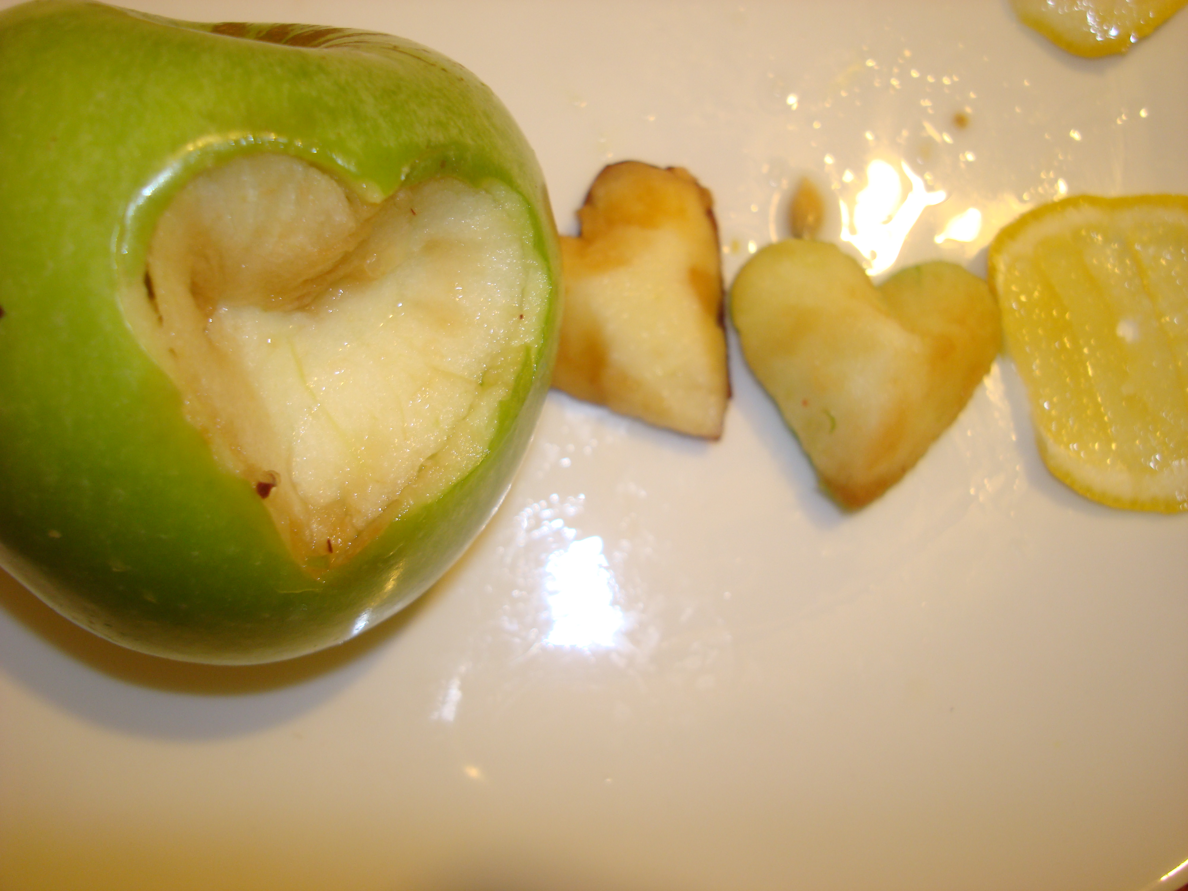 Picture of Coat the Apple With Lemon Juice