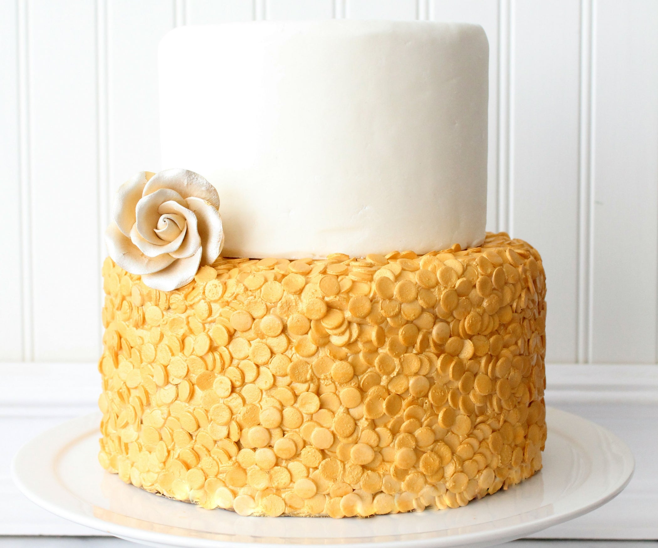 Gold Sequin Cake: 6 Steps (with Pictures)