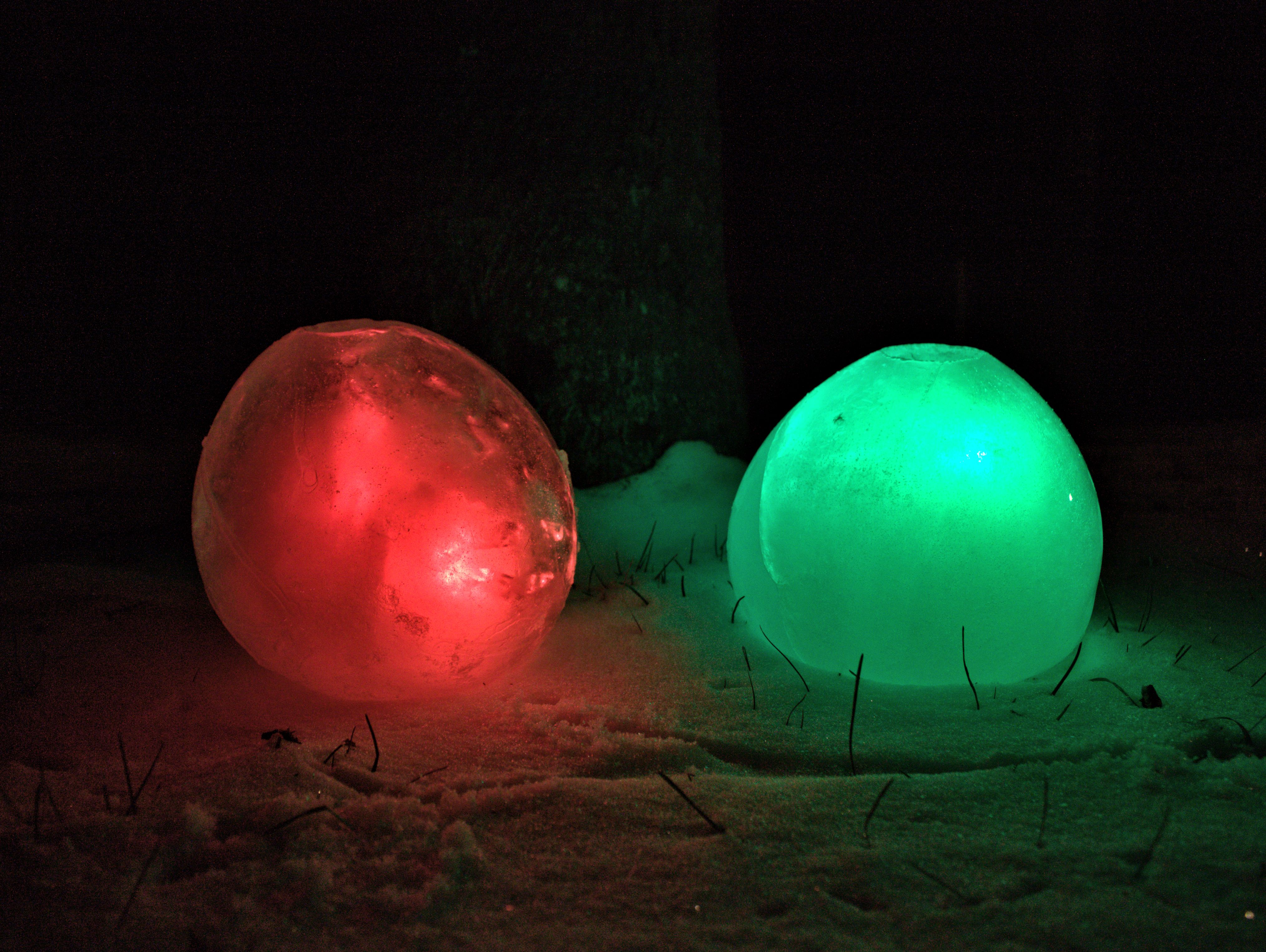 Picture of Make Beautiful and Useful Ice Luminaries / Luminaria