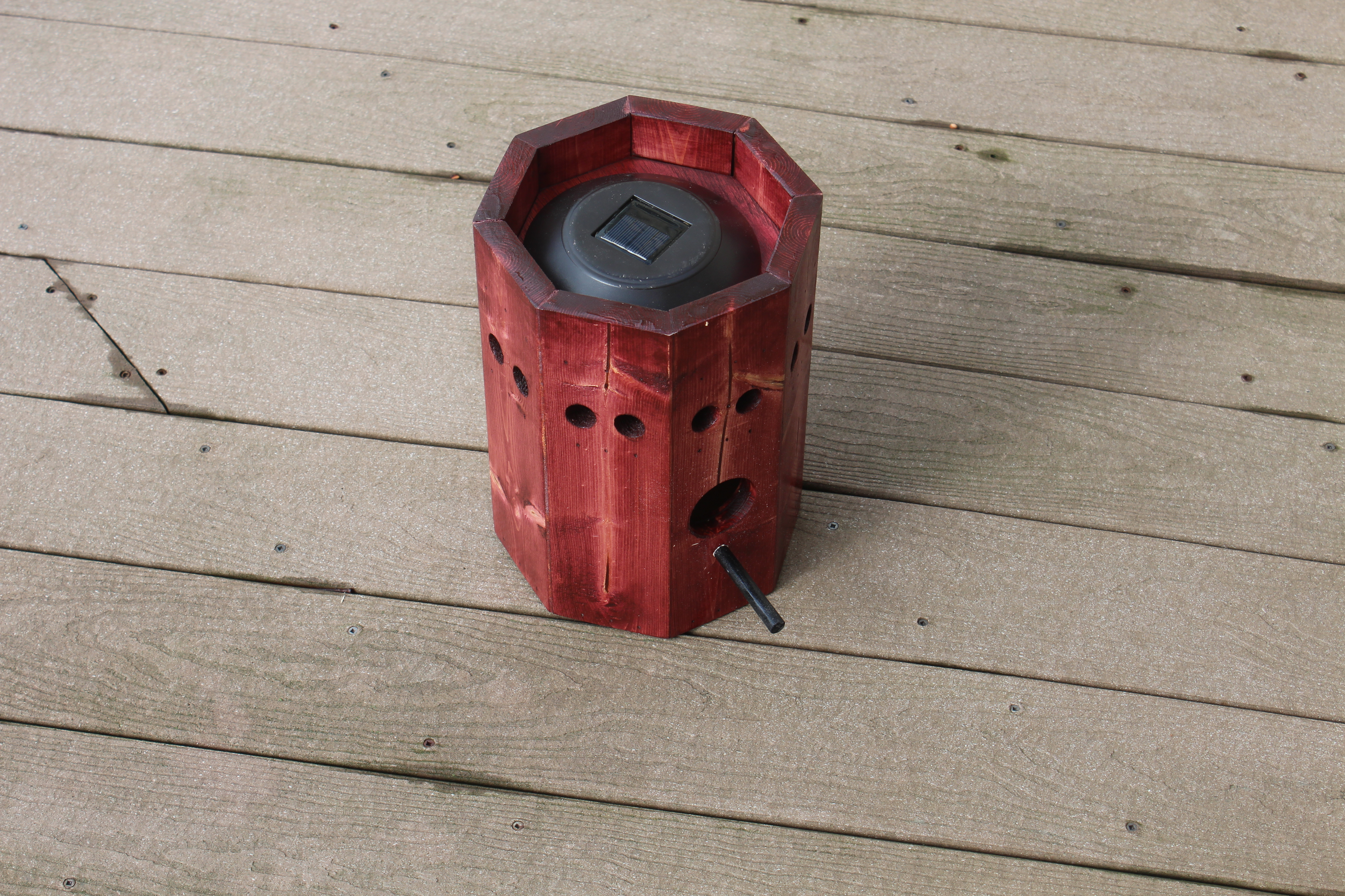 Picture of Set Light on Top of Birdhouse